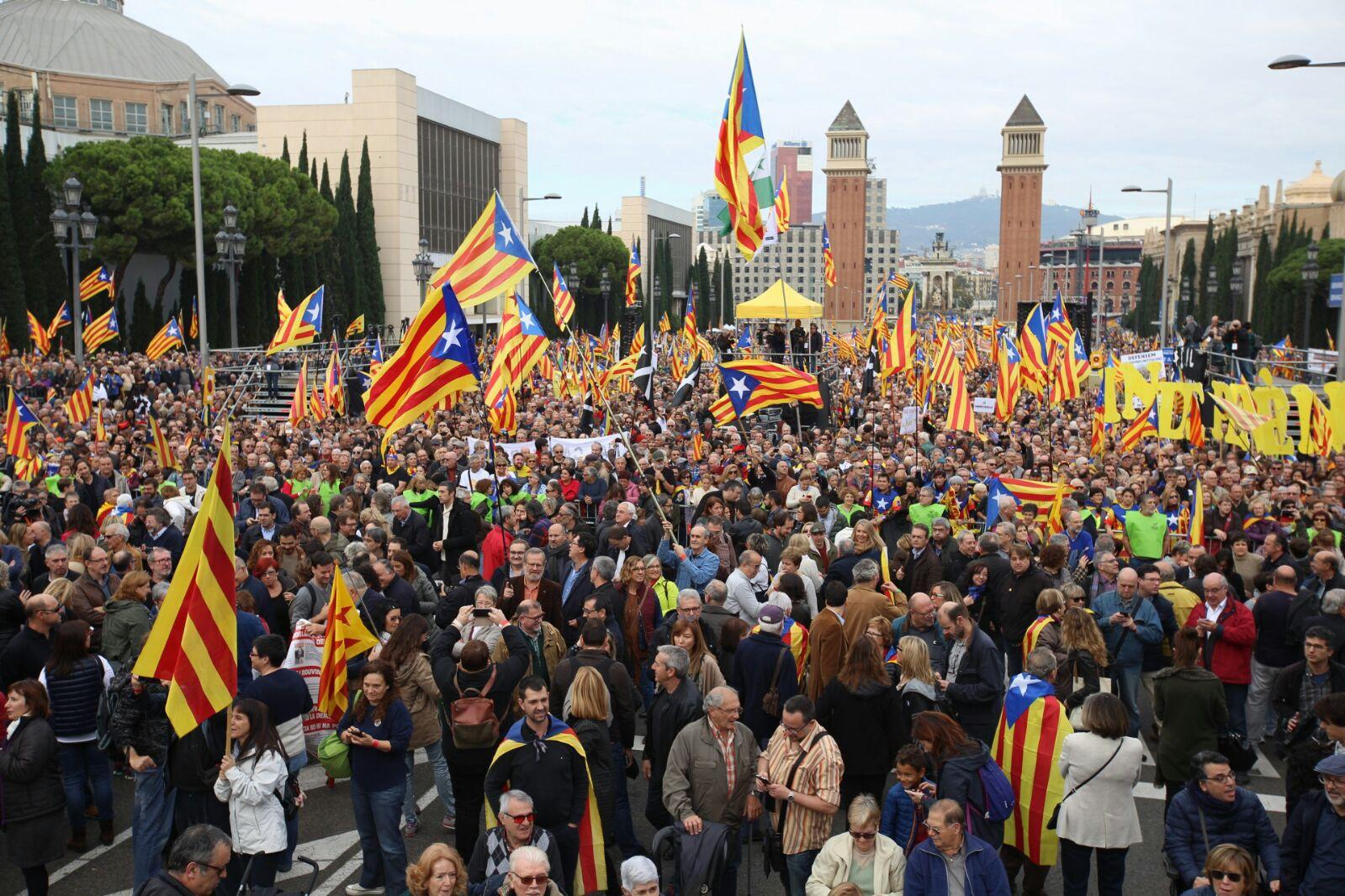 L'avinguda Maria Cristina plena (Foto. Albert Salamé)