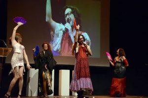 Actuació d'Eugeni Alemany amb las Reinas Magas FOTO: ©PRATS i CAMPS. )