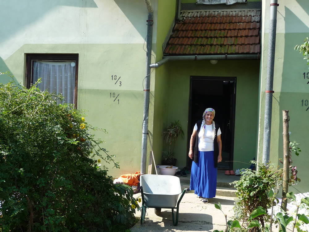 Aisa Mehmedovic, davant la casa familiar