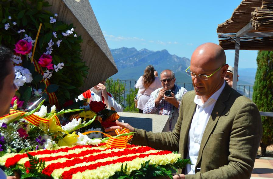 El conseller Raül Romeva participant en un homenatge a les víctimes de la batalla de l'Ebre