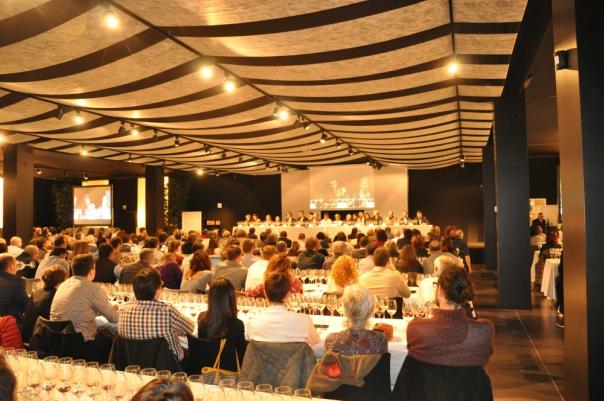 La sala amb els quatre-cents convidats a l'Espai Mas Marroch del Celler de Can Roca. © Òscar Pallarès