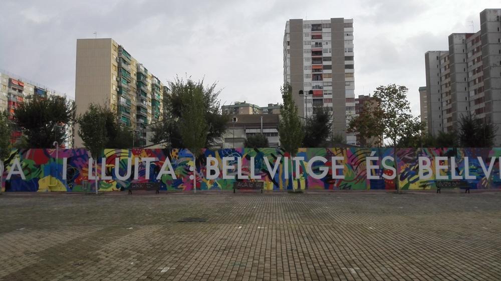 Pots visitar el mural de Bellvitge a l'avinguda d'Amèrica, a l'alçada de la intersecció amb Rambla de la Marina