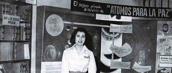 L'exposició itinerant «Átomos para la Paz», inaugurada el maig de 1968, presentava al gran públic les aplicacions pacífiques de l'energia nuclear, amb materials procedents de la campanya «Atoms for Peace» de la Comissió per l'Energia Atòmica (Atomic Energy Commission, AEC) dels Estats Units. / [ESP] MECD, AGA. Fons Mitjans de Comunicació Social de l'Estat, signatura 33-01283-00005