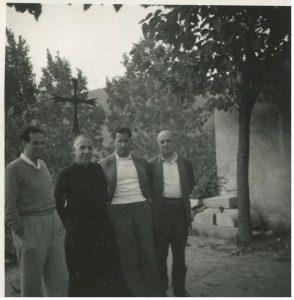 El poeta Blai Bonet, Mn. Pere Ribot, JBC i Ramon Aramon. J.B. Cendrós va exercir el mecenatge en diferents nivells. A la foto, amb tres dels seus patrocinats: va subvencionar l'estada del poeta al Brull, durant la seva malaltia, JBC va patrocinar diverses obres del monestir de Riells de Montseny (la rectoria del qual tenia Mn. Ribot), i també va exercir de mecenes de l'Institut d'Estudis Catalans a través del filòleg Ramon Aramon, històric secretari General de l'IEC.
