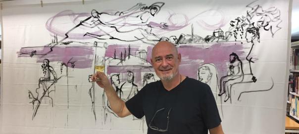 El dibuixant Joma, amb la il·lustració de l'Ona Vinosa al darrera.