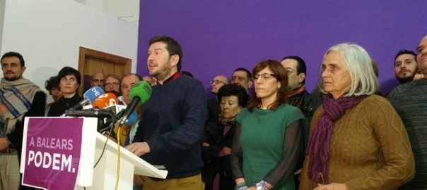 Alberto Jarabo, en la conferència de premsa d'ahir per a demanar a les dues diputades expulsades que tornessin les seves actes.