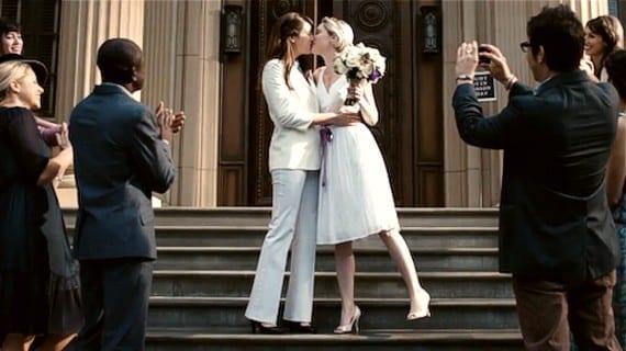 Hallmarck agrede a la comunidad lesbica