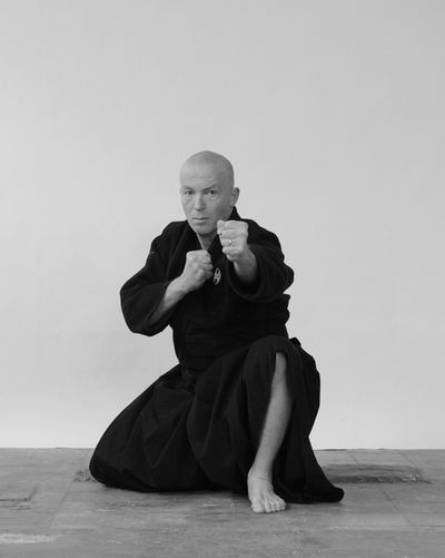 Tōtoku Hyōshi no kamae (刀匿礮姿)