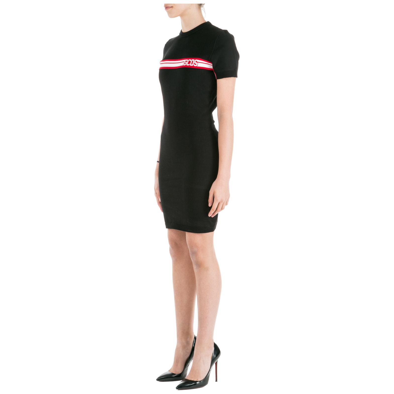 женское короткое платье мини с коротким рукавом