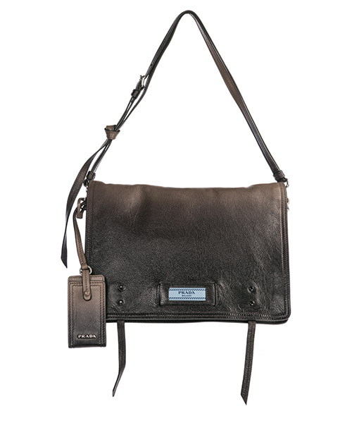 Women's leather shoulder bag etiquette