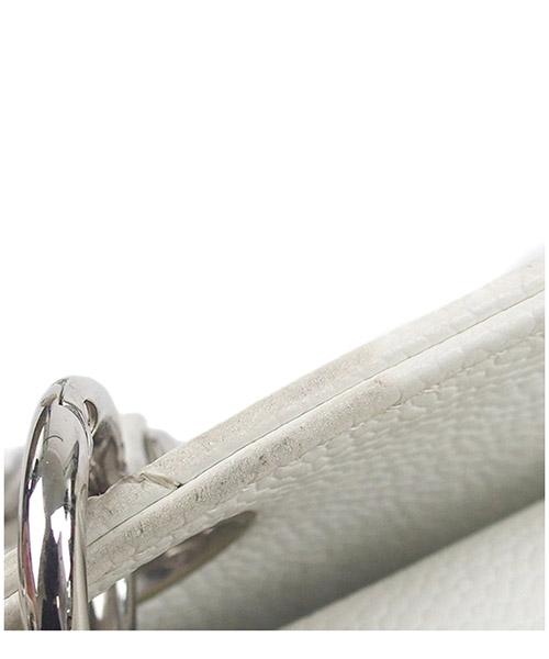 Bolsos con asas largas para compras mujer en piel caviar petit timeless secondary image