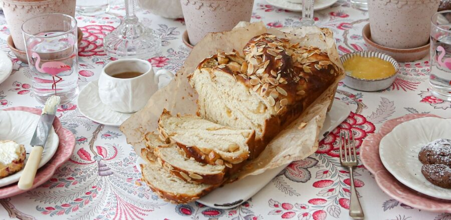 Melanie Johnson's Apple & Cinnamon Babka Recipe #LeithsTakeovers