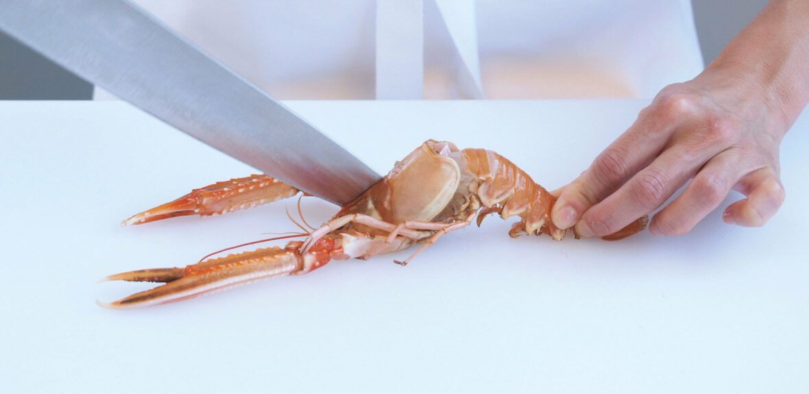 Prepare langoustines for the grill