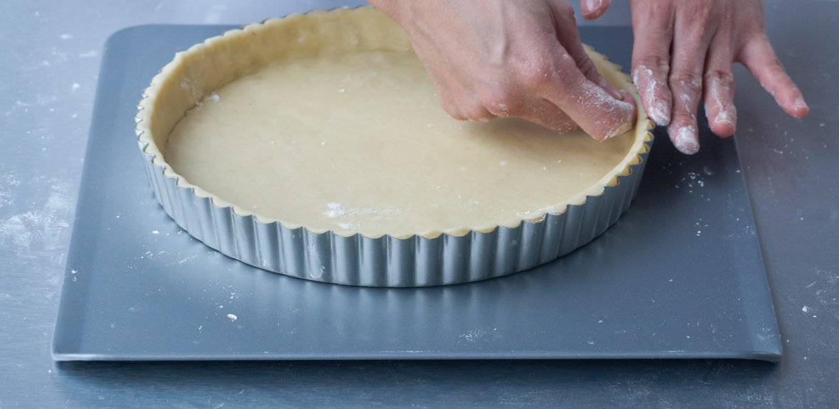 Make a flat tin (pastry case)