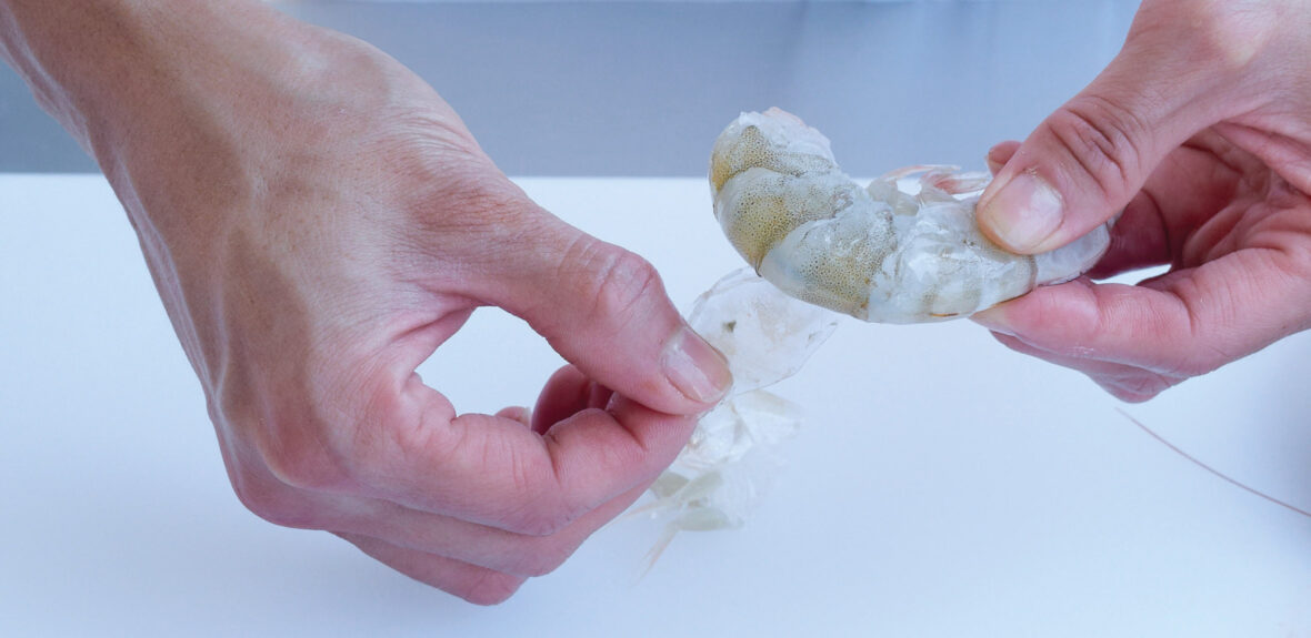 Prepare and peel raw prawns