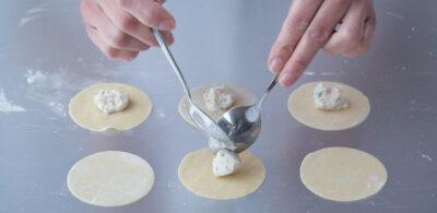 Assemble tortelloni