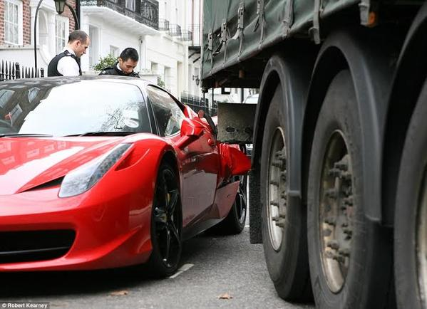 فيراري سائق شاحنة يشوه سيارة فيراري تتجاوز قيمتها مليون ريال