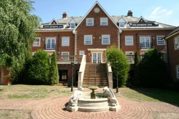 2 Bedrooms Flat for sale in Lancaster House, Stanmore
