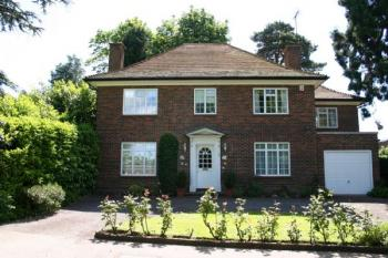 4 Bedrooms Detached House for sale in Warren Road, BUSHEY