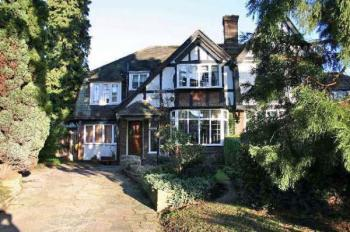 4 Bedrooms Semi Detached House for sale in Canons Drive, EDGWARE