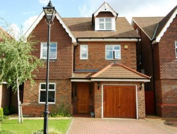 5 Bedrooms Detached House for sale in Julius Caesar Way, Stanmore