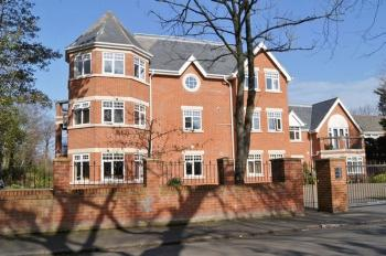 2 Bedrooms Flat for sale in Barkfield Avenue, Formby, Liverpool, L37