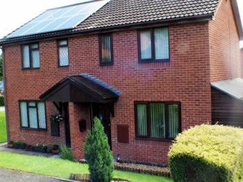 2 Bedrooms Semi Detached House for sale in Penycae, Wrexham