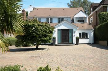 4 Bedrooms Detached House for sale in Prowse Avenue, Bushey Heath