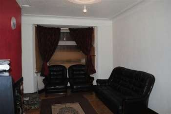 3 Bedrooms Terraced House for sale in Hickling Road, Ilford