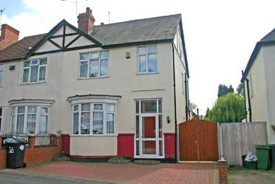 3 Bedrooms Semi Detached House for sale in PENN FIELDS. Lyndhurst Road