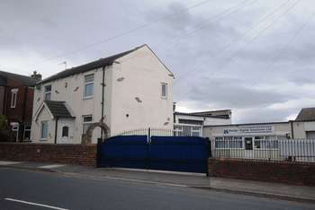 3 Bedrooms Commercial Property for sale in Netherton, Wakefield