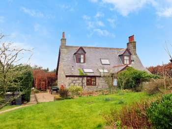 3 Bedrooms Detached House for sale in Bridge Street, New Byth, TURRIFF, Aberdeenshire