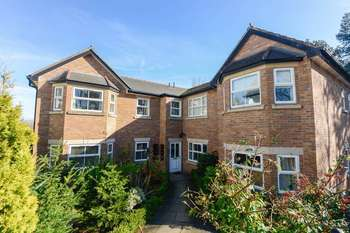 2 Bedrooms Flat for sale in College Road, Upholland, Skelmersdale