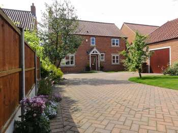 4 Bedrooms Detached House for sale in Church Lane, Lincoln