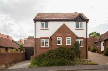 3 Bedrooms Detached House for sale in Coverdale Drive, Scarborough
