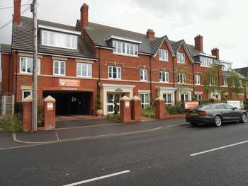 2 Bedrooms Flat for sale in Poppy Court, Jockey Road, Sutton Coldfield. B73 5XF