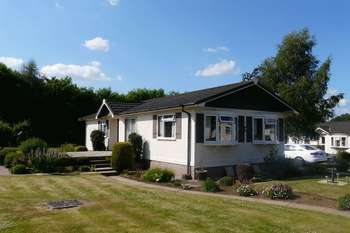 2 Bedrooms Retirement Property for sale in Springwood Village, Kelso