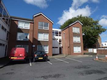 2 Bedrooms Flat for sale in Stocks Court, Poulton-Le-Fylde