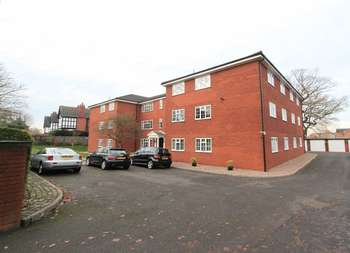 2 Bedrooms Flat for sale in Longton Road, Trentham