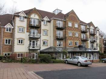 2 Bedrooms Flat for sale in Pegasus Court, Bury Road, Rochdale OL11 4EA