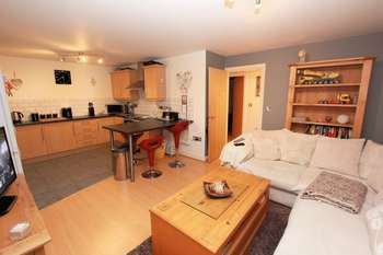 2 Bedrooms Flat for sale in The Quays, Burscough