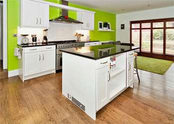 6 Bedrooms Detached House for sale in Wrigley Court, Netherton, Huddersfield, West Yorkshire