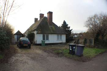 2 Bedrooms Cottage House for sale in Uppingham Road, Leicester, LE7