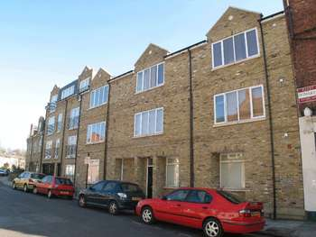 2 Bedrooms Flat for sale in