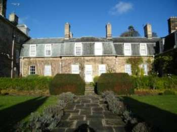 2 Bedrooms Flat for sale in The Willows, Carr Hall Gardens, The Carrs, Whitby