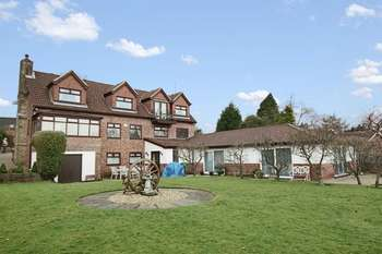 4 Bedrooms Property for sale in Moor Hill, Norden, Rochdale OL11 5YB