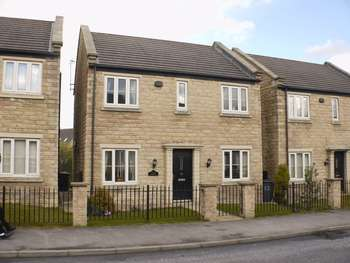 4 Bedrooms Detached House for sale in Oxley Road, Huddersfield, HD2