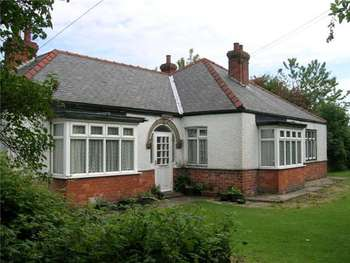 4 Bedrooms Detached Bungalow for sale in Sea Road, Chapel St Leonards