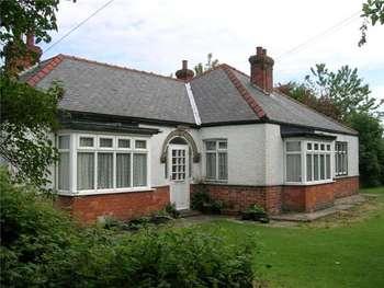 4 Bedrooms Detached Bungalow for sale in Sea Road, Chapel St Leonards