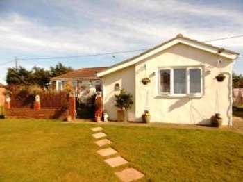 3 Bedrooms Bungalow for sale in Warden Bay Road, Leysdown, Sheerness, Kent